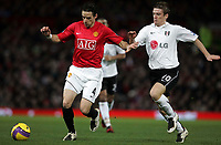 Photo: Paul Thomas/Sportsbeat Images.<br /> Manchester United v Fulham. The FA Barclays Premiership. 03/12/2007.<br /> <br /> Owen Hargreaves of Man Utd gets past Steven Davis (R).