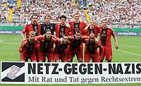 Fotball<br /> Tyskland v Hviterussland<br /> Foto: Witters/Digitalsport<br /> NORWAY ONLY<br /> <br /> 27.05.2008<br /> <br /> oben v.l. Christoph Metzelder, Jens Lehmann, Michael Ballack, Tim Borowski, Bastian Schweinsteiger, Lukas Podolski<br /> unten v.l. Thomas Hitzlsperger, Tosten Frings, Philipp Lahm, Miroslav Klose, David Odonkor<br /> Fussball Deutschland - Weissrussland mit Transparent Aktion netz-gegen-Nazis.de <br /> <br /> Lagbilde Tyskland