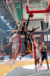 11.06.2011, Stechert Arena, Bamberg, GER, BBL, 3. Playoff Finale Brose Baskets Bamberg vs Alba Berlin, im Bild:.Julius Jenkins (Berlin #11) gg Anton Gavel (Bamberg #25) und Kyle Hines (Bamberg #42).EXPA Pictures © 2011, PhotoCredit: EXPA/ nph/  Will       ****** out of GER / SWE / CRO  / BEL ******