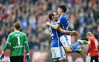 Fotball<br /> Tyskland<br /> Foto: Witters/Digitalsport<br /> NORWAY ONLY<br /> <br /> 1:3 Jubel v.l. Joel Matip, Torschuetze Alessandro Schoepf (Schalke)<br /> Hannover, 30.04.2016, Fussball Bundesliga, Hannover 96 - FC Schalke 04