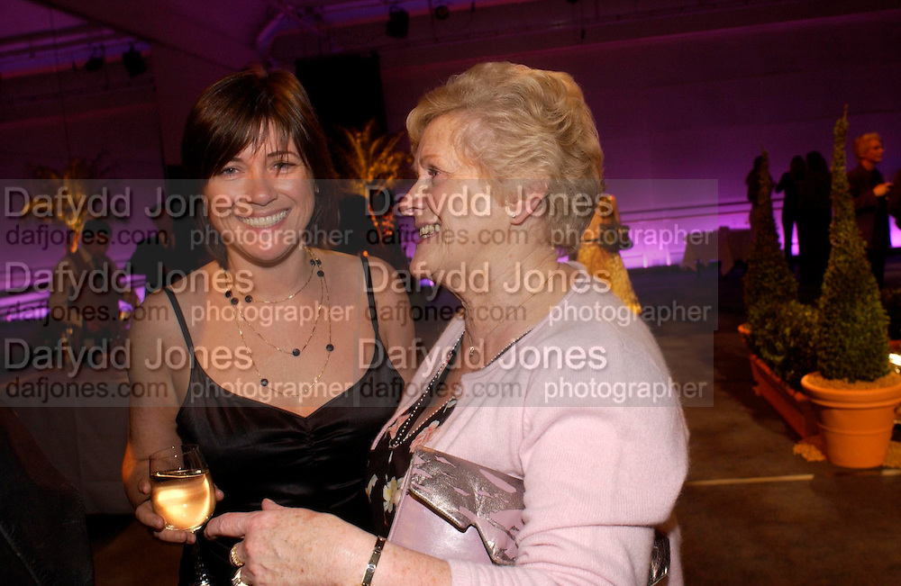 Jane   Wilson and her mum Janet Wilson. The KnotÊGarden after party at the Royal Opera House in the Clore Studio. London. 4 May 2005. SUPPLIED FOR ONE-TIME USE ONLY> DO NOT ARCHIVE. © Copyright Photograph by Dafydd Jones 66 Stockwell Park Rd. London SW9 0DA Tel 020 7733 0108 www.dafjones.com