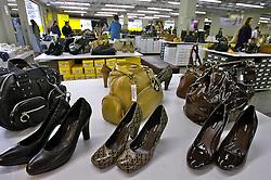 Novo Hamburgo - RS, 01/09/2007; Consumidores na loja da Arezzo, loja de sapatos em Novo Hamburgo, no Vale dos Sinos, também conhecido como o pólo coureiro calçadista no Rio Grande do Sul. FOTO: Jefferson Bernardes/Preview.com