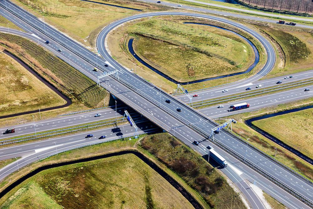 Nederland, Friesland, Gemeente Heerenveen, 01-05-2013; knooppunt Heerenveen, klaverblad. Kruising A32 naar Leeuwarden en Meppel / Zwolle, A7 naar Joure en Groningen (linksboven).<br /> Junction Heerenveen (Friesland, Northern Netherlands, cloverleaf.<br /> luchtfoto (toeslag op standard tarieven)<br /> aerial photo (additional fee required)<br /> copyright foto/photo Siebe Swart