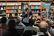 Nederland, Nijmegen, 14-3-2020  Schrijver Eus, Ozcan Akyol, houdt een lezing in boekhandel Dekker vd Vegt . Het is de laatste groepsactiviteit van deze winkel tot begin april vanwege de maatregelen ter bestijding van het coronavirus . Er waren ruim 50 toehoorders . Foto: Flip Franssen