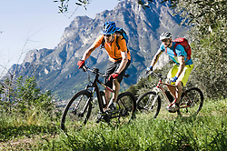 Men racing electic-mountainbikes mountain track