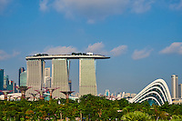 Singapour, Marina Bay, Garden By The Bay, le jardin botanique, Supertree Grove et l'hotel Marina Bay Sands // Singapore, Marina Bay, Garden By the bay, botanic garden, Supertree Grove and Marina Bay Sands hotel