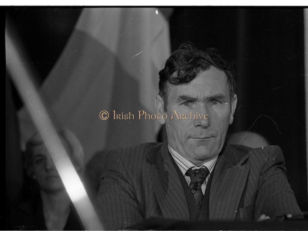 Sinn Fein Ard Fheis.      K63..1976..17.10.1976..10.17.1976..17th October 1976..The Sinn Fein (Kevin Street) Ard Fheis was held over the weekent of the 16th / 17th October at the Mansion House, Dawson Street, Dublin. Mr Ruairi O Bradaigh, President of Provisional Sinn Fein, gave the keynote speech.