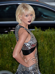 Taylor Swift attends the Manus x Machina: Fashion in an Age of Technology Costume Institute Benefit Gala at Metropolitan Museum of Art on May 2, 2016 in New York City, NY, USA. Photo by Lionel Hahn/ABACAPRESS.COM  | 545160_367 New York City Etats-Unis United States