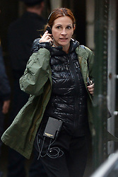 April 18, 2015 - New York, NY, USA - April 18, 2015 New York City..Julia Roberts on the film set of 'Money Monster' in the Financial District of Manhattan on April 18, 2015 in New York City  (Credit Image: © Kristin Callahan - Ace Pictures/Ace Pictures/ZUMA Wire)