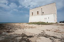 Pilone è una frazione del comune di Ostuni (BR), situata sulla costa adriatica, a circa 10 km dal capoluogo del comune di appartenenza e a circa 35 km dal capoluogo di provincia.<br /> <br /> La frazione, a sua volta, è divisa in due villaggi (Pilone 1 e Pilone 2). Le prime grandi ville immerse nel suggestivo verde della vegetazione locale furono costruite nell'attuale villaggio Pilone 1; successivamente durante la fine degli anni 80 lo stesso è stato ampliato con la costruzione di altre villette di recente architettura in calce bianca. Attualmente il villaggio Pilone 1 è costituito da circa 90 ville; Il villaggio Pilone 2 comprende circa 350 villette quasi tutte di recente costruzione ad un piano, con archi e finitura in calce bianca, in puro stile mediterraneo.<br /> <br /> La frazione è vigilata dalla Torre di San Leonardo, risalente al XVI secolo, situata a pochissimi metri dal mare. Vanta una lunga costa sabbiosa, intervallata da brevi tratti di scogli bassi. È principalmente luogo di residenze estive. Degna di nota è anche la presenza di un campeggio ben attrezzato.