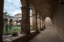 """Brindisi, Chiesa Santa Maria del Casale.<br /> La chiesa di Santa Maria del Casale è un'interessante costruzione romanico-gotica sita 2 chilometri a nord di Brindisi, nei pressi del quartiere Casale, sulla strada per l'aeroporto.<br /> <br /> Fu eretta allo scadere del XIII secolo sul luogo dove esisteva una cappella che custodiva un'icona mariana legata ad una pia tradizione a san Francesco d'Assisi che, di ritorno dalla Terrasanta, avrebbe qui pregato. Fu donata nel 1300 dal re Carlo II all'arcivescovo Pandone. Il luogo dove sorgeva la chiesa della Madonna del Casale era solitario e ameno e gli arcivescovi di Brindisi vi costruirono la loro dimora estiva.<br /> Dal maggio 1310 la chiesa e i locali annessi furono utilizzati come """"cancelleria"""" del processo contro i Templari del Regno di Sicilia. In quella occasione, il tribunale composto dall'arcivescovo brindisino Bartolomeo da Capua, dal canonico romano di Santa Maria Maggiore Jacopo Carapelle, dai francesi Arnolfo Bataylle e Berengario di Olargiis, insieme al canonico Nicola il Mercatore, condannarono in contumacia i cavalieri assenti.<br /> <br /> Nel 1322 Filippo d'Angiò, principe di Taranto e la moglie Caterina vi eressero la cappella di Santa Caterina.<br /> Il 26 aprile 1568 l'arcivescovo Giovanni Carlo Bovio cedette ai Frati Minori Osservanti, la chiesa, il terreno e gli edifici attigui. Nel 1598 vi subentrarono i Riformati che conclusero i lavori di costruzione del convento.<br /> <br /> La chiesa nel 1811 fu soppressa dal governo murattiano e fu usata come caserma. I Francescani vi tornarono nel 1824 e cercarono di riparare i gravissimi danni.<br /> Santa Maria del Casale è Monumento Nazionale dal 1875.<br /> <br /> L'edificio è stato recentemente restaurato dai missionari della Consolata di Torino, stabilitisi nell'annesso convento cinquecentesco, del quale è visibile il chiostro.<br /> <br /> (fonte descrizione: wikipedia)"""
