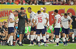 NEW YORK, NEW YORK, USA - Wednesday, July 24, 2019: Liverpool's manager Jürgen Klopp speaks to his players during a friendly match between Liverpool FC and Sporting Clube de Portugal at the Yankee Stadium on day nine of the club's pre-season tour of America. (Pic by David Rawcliffe/Propaganda)