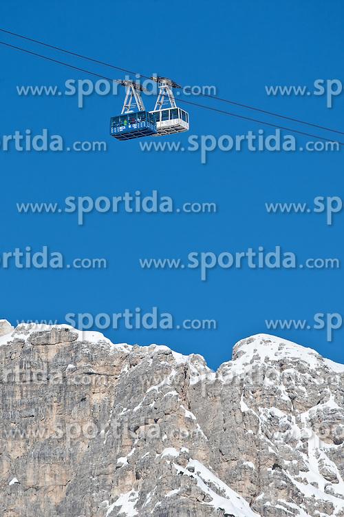 22.01.2011, Tofana, Cortina d Ampezzo, ITA, FIS World Cup Ski Alpin, Lady, Cortina, Abfahrt, im Bild Feature Gondelbahn auf die Tofana Funivia , Freccia nel Cielo // Funivia Tofana, Freccia nel Cielo during FIS Ski Worldcup ladies Downhill at pista Tofana in Cortina d Ampezzo, Italy on 22/1/2011. EXPA Pictures © 2011, PhotoCredit: EXPA/ J. Groder
