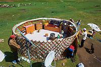 Mongolie, Province de Ovorkhangai, Vallee de l'Orkhon, demontage de la yourte, Transhumance // Mongolia, Ovorkhangai province, Okhon valley, removal of a yurt, transhumance