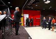 Streekbezoek van Koning Willem-Alexander en Koningin Máxima aan de Groningse en Drentse Veenkoloniën<br /> <br /> Visit of King Willem-Alexander and Queen Maxima at the Groningen and Drenthe peat.<br /> <br /> Op de foto / On the photo: -Koning en Koningin wonen oefenoptreden van een koor bij  in het Multifunctioneel Centrum De Deele in Emmer-Compascuum / King and Queen attend exhibition appearance of a choir at the Multifunctional Centre The Deele in Emmer-Compascuum