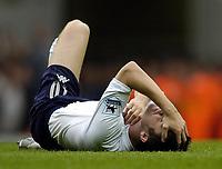 Fotball<br /> Premier League England 2004/2005<br /> Foto: BPI/Digitalsport<br /> NORWAY ONLY<br /> <br /> 25/09/2004 Tottenham v Manchester United, FA Barclays Premiership, White Hart Lane<br /> Robbie Keane clutches his throat after a Man Utd challenge went unpunished