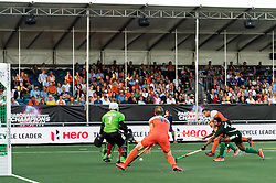 (L-R) goalkeeper Imran Butt of Pakistan, Mirco Pruyser of The Netherlands, Valentin Verga of The Netherlands, Rashid Mehmood of Pakistan, Mubashar Ali of Pakistan during the Champions Trophy match between the Netherlands and Pakistan on the fields of BH&BC Breda on June 26, 2018 in Breda, the Netherlands