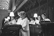 Engeland, England, Winchester, 25-8-1996 Straatbeeld. Kinderkoor in d kerk, kathedraal . koorknapen,koor,kinderen, jongens,jongenskoor . Foto: Flip Franssen