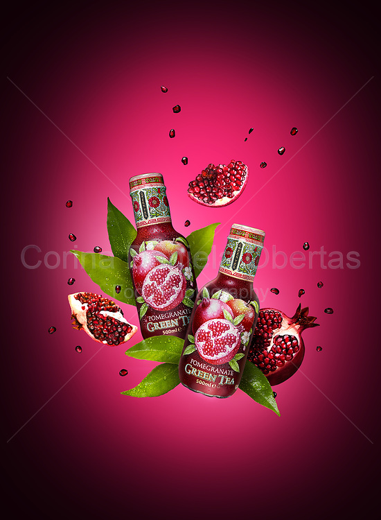 Bottles of pomegranate green tea from Arizona drinks.<br /> EXCLUSIVE ONLY ON THIS SITE!<br /> ONLY FOR EDITORIAL USE!<br /> The use of this image for advertising or promotional purposes is prohibited.<br /> **Find Understand Commercial And Editorial Licenses on the left menu.