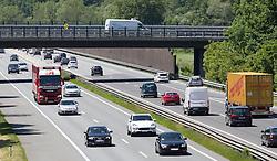 THEMENBILD - die stark befahrene A12 Inntalautobahn an einem Frühlingstag, aufgenommen am 25.Mai 2016, Wattens, Österreich // busy a12 inntal motorway on a sunny spring day in Innsbruck, Austria on 2016/05/25. EXPA Pictures © 2016, PhotoCredit: EXPA/ Jakob Gruber