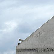 Nederland Zuid-Holland Zoetermeer  27-08-2009 20090827 Foto: David Rozing ..Serie over bouwsector. .Woningbouw, huisvesting.  Een meeuw zit op het karkas van prefab buitenwanden / dak nieuwbouw woningen.  Carcass new houses, framework. Holland, The Netherlands, dutch, Pays Bas, Europe , vakmanschap, vastgoed, vastgoedprijs, vastgoedprijzen, vinex, vinexbuurt, vinexlocatie, vinexlokatie, vinexwijk, volkshuisvesting, wand, wanddelen, wandeel, wanden, wonen, woning, woningbouw, woningen, woningmarkt, woningvoorraad, woongebied, zwaar, zware