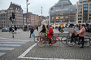In Amsterdam rijden fietsers over de Dam.<br /> <br /> Cyclists ride at the Dam square in Amsterdam.
