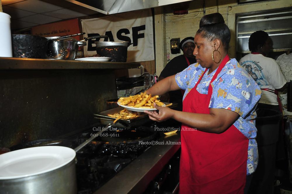 Doe's Eat's Place Greenville Mississippi . Photo ©Suzi Altman
