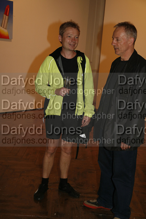 SIMON PATTERSON AND TIM HEAD, James Rosenquist private view. Haunch of Venison. London. 10 October 2006. -DO NOT ARCHIVE-© Copyright Photograph by Dafydd Jones 66 Stockwell Park Rd. London SW9 0DA Tel 020 7733 0108 www.dafjones.com