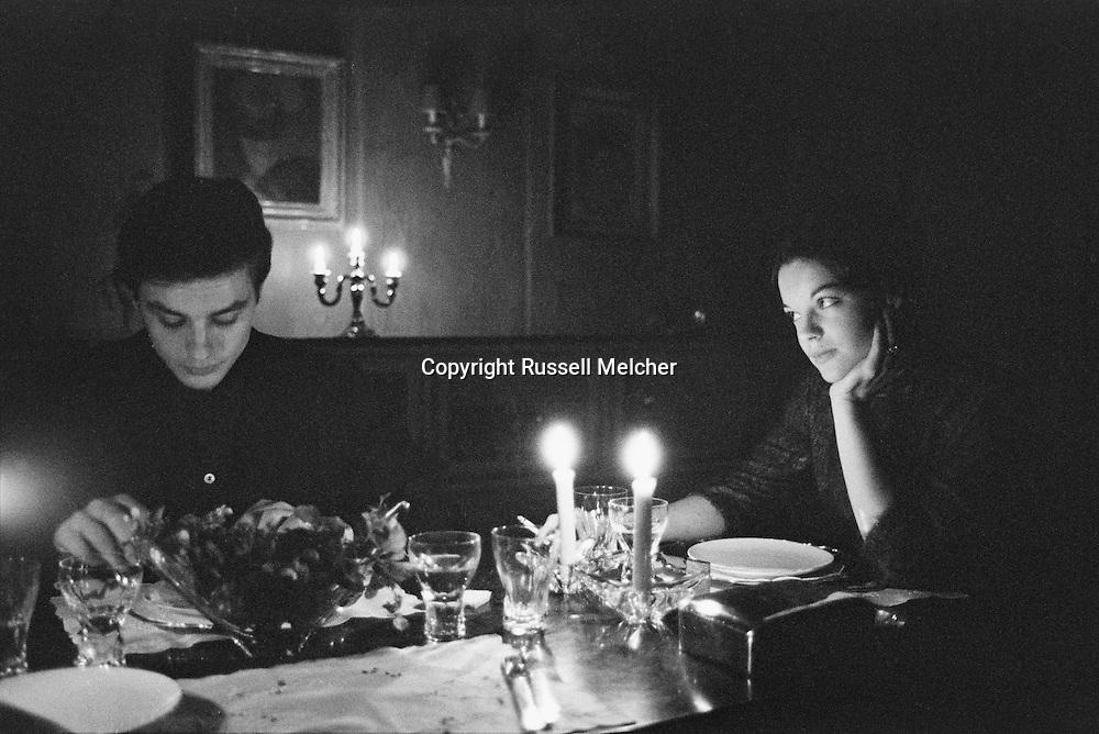 An intimate dinner for the two lovers<br /> in Romy's mothers house in Lugano, Switzerland.<br /> <br /> Un dîner intime pour les deux amants<br /> dans la  maison de la mere de Romy Schneider à Lugano, Suisse .