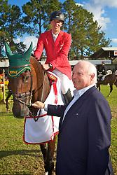 Hans-Torben Ruder e Jorge Gerdau após vencer o The Best Jump 2012, na Sociedade Hípica Porto Alegrense. FOTO: Jefferson Bernardes/Preview.com