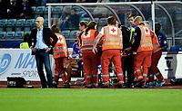 Fotball , 19. september 2015 ,   Eliteserien , Tippeligaen <br /> Stabæk - Tromsø 2-1<br /> trener Bob Bradley , Stabæk<br /> Bak bæres Yassine El Ghanassy , vekk på båre