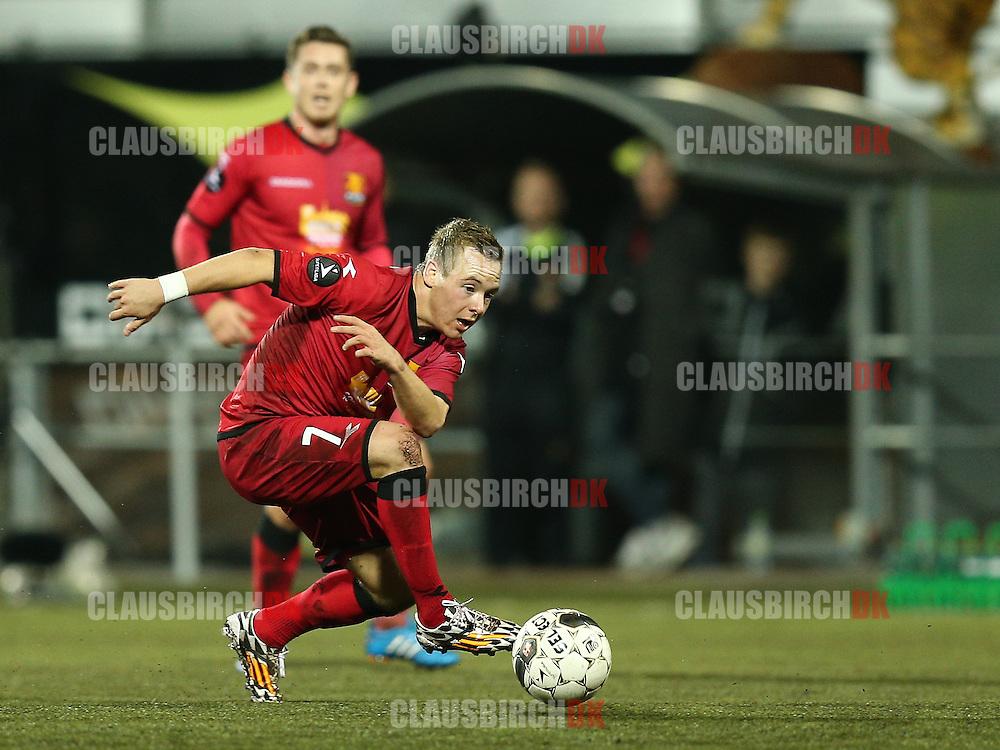 FODBOLD: Uffe Bech (FC Nordsjælland) forsøger at nå bolden under kampen i Superligaen mellem FC Nordsjælland og AaB den 27. oktober 2014 i Farum Park, Farum. Foto: Claus Birch
