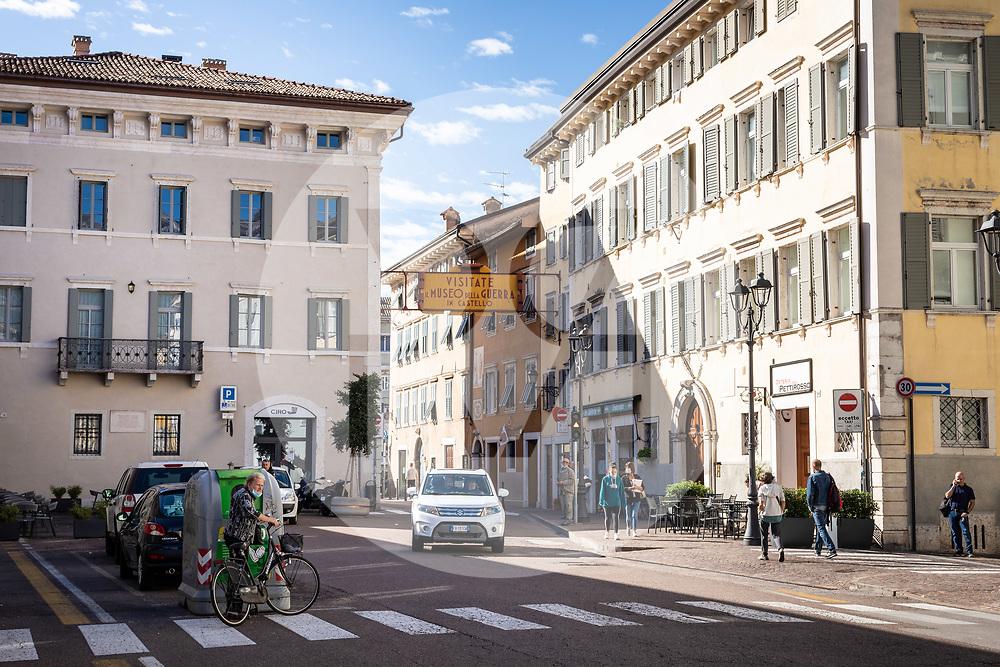 ITALIEN - ROVERETO - Stadtansicht von Rovereto, hier der 'Corso Bettini' - 26. September 2020 © Raphael Hünerfauth - https://huenerfauth.ch