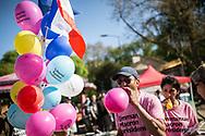 09042017. Dijon. Les militants macronistes d'En marche ! dans la région dijonnaise. Distribution de tracts et de ballons dans le parc de la Colombière.