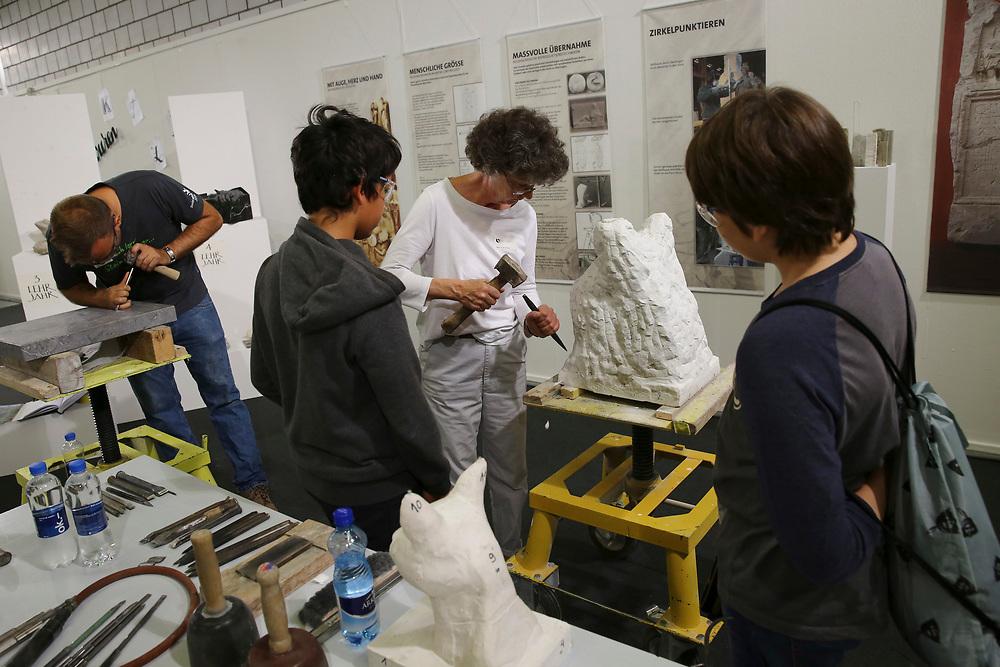 Steinbildhauer/in EFZ / Sculpteur sur pierre CFC / Sculptrice sur pierre CFC / Scultore su pietra (AFC) / Scultrice su pietra (AFC) / Netzwerk Kleinstberufe / R?seau m?tiers rares / Rete microprofessioni<br /> ©  Stefan Wermuth