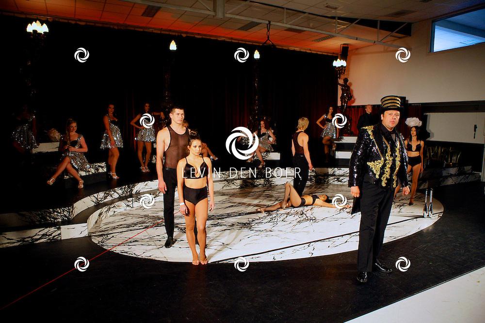 AMSTERDAM - In de Dutch Studio's is de presentatie gehouden van de nieuwe musical Yab Yum - Het Circus van de Nacht.  Met op de foto World Class Circus Act. FOTO LEVIN DEN BOER - PERSFOTO.NU