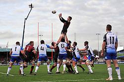 Ernst Joubert (Saracens) wins lineout ball - Photo mandatory by-line: Patrick Khachfe/JMP - Tel: Mobile: 07966 386802 18/01/2014 - SPORT - RUGBY UNION - Allianz Park, London - Saracens v Connacht Rugby - Heineken Cup.