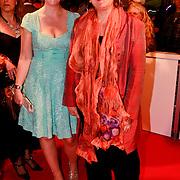 NLD/Den Haag/20110406 - Premiere Alle Tijden, Liesbeth van Dijk en vriendin