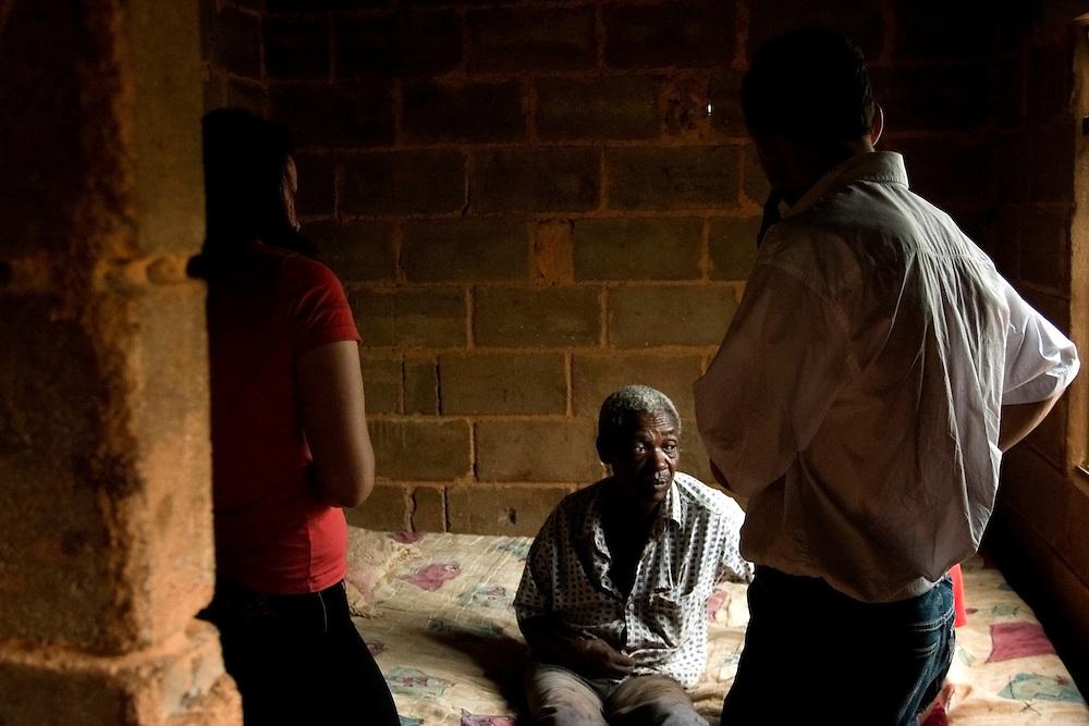 Tiradentes_MG, Brasil...Homem sentado em uma cama da sua casa em Tiradentes...A man sitting on the bad in his house in Tiradentes...FOTO: BRUNO MAGALHAES / NITRO