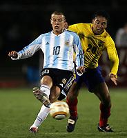 Fotball<br /> Copa America 2004<br /> Peru<br /> Argentina v Equador<br /> Foto: Digitalsport<br /> NORWAY ONLY<br /> Argentina jubler<br /> ANDRES D'ALESSANDRO, ARGENTINA og  EDWIN TENORIO, EQUADOR