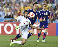 Fotball<br /> Asia Cup / Asiamesterskapet<br /> 23.01.2015<br /> Japan v Arabiske Emirater<br /> Foto: imago/Digitalsport<br /> NORWAY ONLY<br /> <br /> Ali Ahmed Mabkhout (L) of United Arab Emirates fights for the ball during the quarterfinal match against Japan at the 2015 AFC Asian Cup in Sydney, Australia, Jan. 23, 2015. United Arab Emirates defeated Japan after the extra time and penalty kick by 6-5 to enter the semifinal of the 2015 AFC Asian Cup