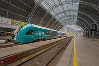 Vy-tog står i Bergen jernbanestasjon klar for avgang som Bergensbane-tog mot Oslo.