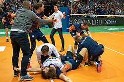 12-05-2019 NED: Abiant Lycurgus - Achterhoek Orion, Groningen<br /> Final Round 5 of 5 Eredivisie volleyball, Orion wins Dutch title after thriller against Lycurgus 3-2 / Last ball of the match Joris Marcelis #4 of Orion scores 3-2. Twan Wiltenburg #9 of Orion, Shalev Saada #5 of Orion, Wessel Anker #2 of Orion, Rob Jorna #10 of Orion, Coach Martijn van Goeverden of Orion, Steven Mcdonald #12 of Orion