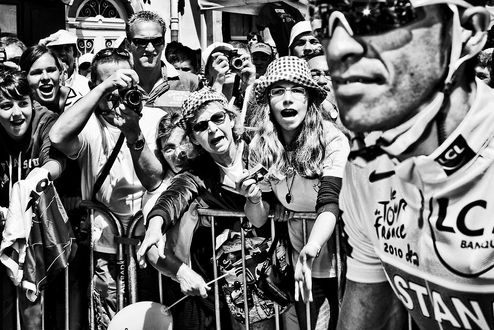 France. Bordeaux, 23-07-2010. Photo: Patrick Post.<br /> Tour de France. Alberto Contador in his yellow jersey.