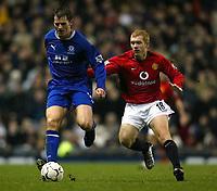 Photo. Aidan Ellis.<br /> Manchester United v Everton.<br /> FA Barclaycard Premiership.<br /> 26/12/2003.<br /> United's Paul Scholes and Everton's Kevin Kilbane