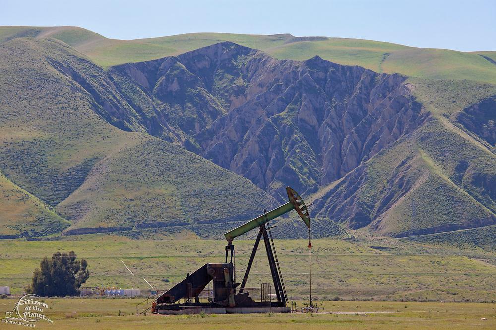 Oil Derricks, San Joaquin Valley, Kern County, California , USA