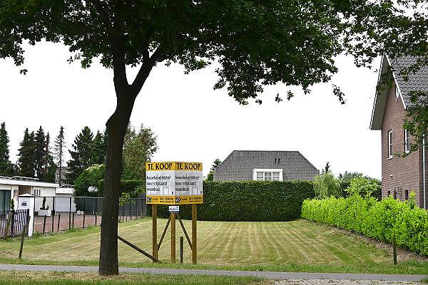 Nederland, Malden, 12-6-2013Bouwkavel te koop bij Nijmegen. Verkoop via een makelaarskantoor. Nieuwbouw, grondprijs, grondspeculatie,  bouwgrond, woningbouw particulierenFoto: Flip Franssen/Hollandse Hoogte