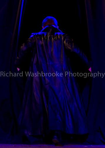 Theatretrain - Bishop Stortford 3rd April 2011..© Washbrooke - Harpenden, Herts, England - Tel: +44 (0) 7991853325 - richard@washbrooke.com - www.richardwashbrooke.photoshelter.com Theatretrain 3rd April 2011 Bishop Stortford  Macbeth