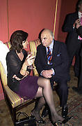 Lord Weidenfeld. Tina Brown CBE and Birthday party hosted by Sally Greene. Cheyne Walk. London 21 November 2000. © Copyright Photograph by Dafydd Jones 66 Stockwell Park Rd. London SW9 0DA Tel 020 7733 0108 www.dafjones.com