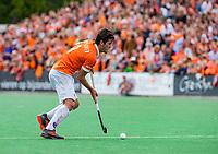 BLOEMENDAAL -  Arthur van Doren (Bldaal)     tijdens finale van de play-offs om de Nederlandse titel, Bloemendaal tegen titelhouder Kampong (1-2). Door de overwinning van Kampong volgt er zondag een derde wedstrijd. .   COPYRIGHT KOEN SUYK